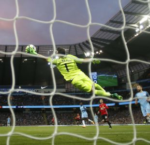 [Minuto a Minuto] Claudio Bravo se lesiona en el clásico de City ante United en la Premier