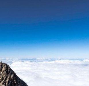 La modelo de Playboy que enojó a los maoríes al fotografiarse desnuda en su montaña sagrada