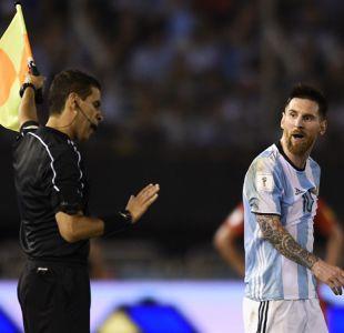 """[VIDEO] Uruguayos furiosos tras indulto a Messi: """"Ahora podrán insultar a árbitros sin problemas"""""""