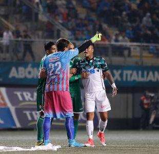 [VIDEO] Insólito: Lanzan silla a Nicolás Peric en goleada de Audax Italiano frente a Wanderers