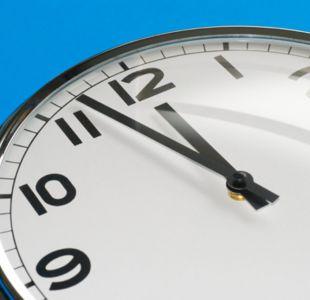 Este sábado cambia la hora en Chile