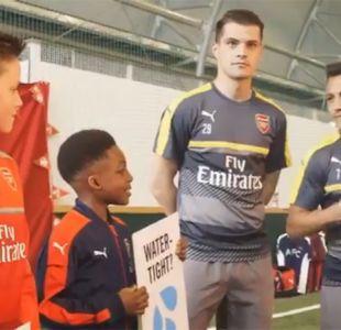 [VIDEO] Alexis Sánchez luce su inglés en campaña benéfica junto a niños del Arsenal