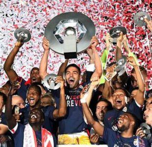 Radamel Falcao, como capitán del Mónaco, levantó el trofeo de campeón de Francia.