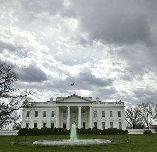 Medio asegura que investigan uso de correos electrónicos privados en la Casa Blanca