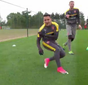 [VIDEO] La divertida reacción de Alexis Sánchez tras sufrir burla de sus compañeros