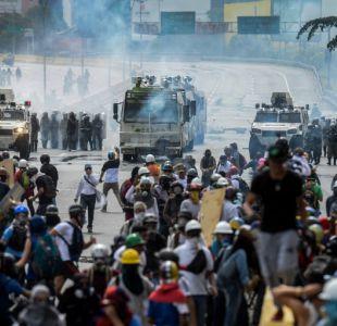 Manifestantes prenden fuego a la casa de infancia de Hugo Chávez