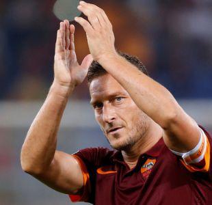 [VIDEO] Eterno capitán: El emotivo homenaje de la Roma a su ídolo Francesco Totti