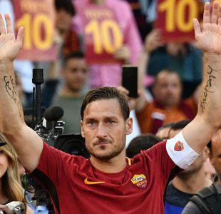 """Francesco Totti recibe el Premio del presidente de la UEFA por su """"lealtad extraordinaria"""""""