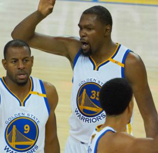 Warriors superan con claridad a Cavaliers y aumentan ventaja en final de la NBA