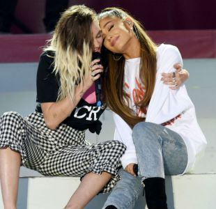 Ariana Grande junto a Miley Cyrus en One Love Manchester