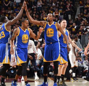 Durant se viste de héroe en Cleveland y deja a Warriors a un paso de ganar la NBA