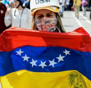 Estudiantes opositores marchan para exigir cese de censura en Venezuela