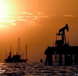 El barril de petróleo baja de los 45 dólares
