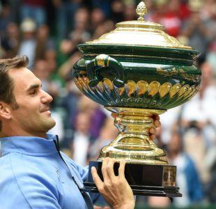 Roger Federer barre con Alexander Zverev en final de Halle