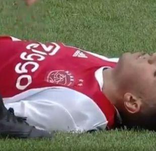[VIDEO] Alerta por joven jugador del Ajax que se desplomó durante un amistoso