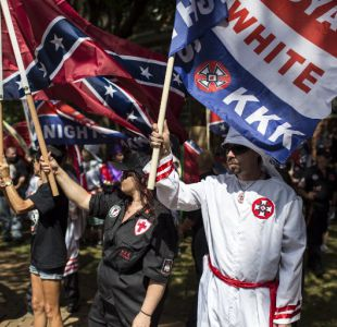 Miembros del Ku Klux Klan marcharon bajo abucheos en Estados Unidos