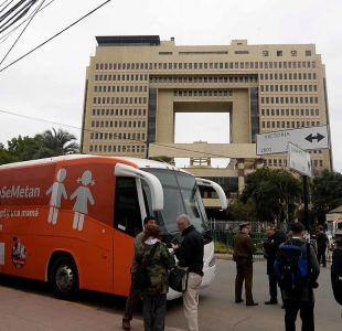Bus de la Libertad se instala frente al Congreso en medio de manifestaciones