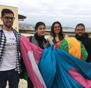 Vallejo y Cariola pasarán a comisión de ética de la Cámara por desplegar bandera LGBTI en Congreso