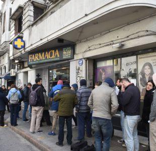 Con filas desde temprano en farmacias se inicia venta legal de marihuana en Uruguay