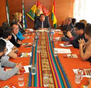 Tribunal de Bolivia anula prohibición de usar minifaldas y escotes