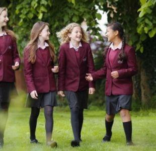 La escuela de Inglaterra que obliga a sus alumnas a desintoxicarse digitalmente