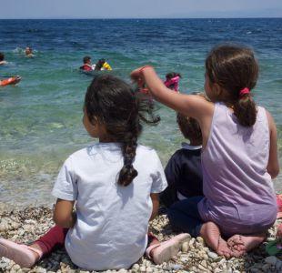 Niños migrantes regresan al mar para combatir los traumas por su paso en el Mediterráneo