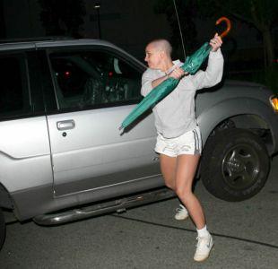 ¿Recuerdas el paraguas con que Britney Spears atacó a un paparazzi? Ahora podría ser tuyo