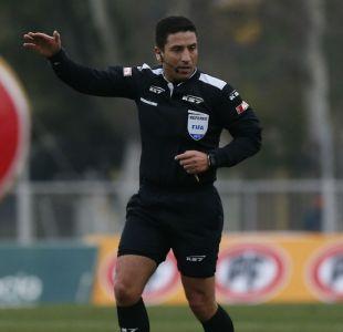 Jugador de Curicó Unido acusa a árbitro Eduardo Gamboa de favorecer a la U
