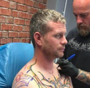 Camionero se hizo un especial tatuaje que tiene dividido a Internet