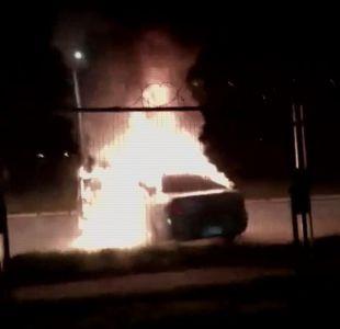 [VIDEO] Queman autos para bloquear a la policía