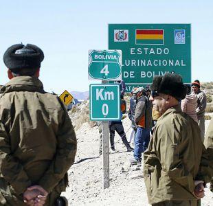 Personal fronterizo chileno entrega primeros auxilios a oficial boliviano en Chungara
