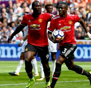 Manchester United propina senda goleada al Swansea y se pone líder de la Premier League