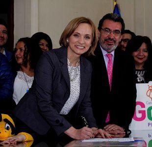 Carolina Goic inscribe candidatura presidencial ante el Servel