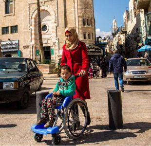 Pablo Kaplan, el argentino que creó una exitosa silla de ruedas de plástico de bajo costo