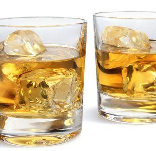 Por qué el whisky sabe mejor si lo mezclas con agua (según la ciencia)