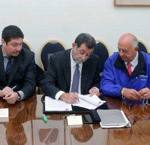 Mahmud Aleuy firma convenio junto a alcaldes para refugiar a 60 sirios