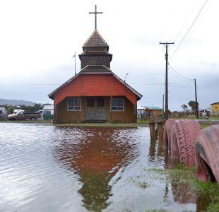 """Vecino de Cucao por inundaciones: """"Los animalitos ya no tienen comida"""""""