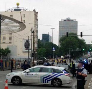 Policías de Londres y Bruselas investigan ataques con cuchillo contra fuerzas del orden
