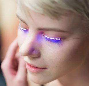 Pestañas LED, una popular moda con riesgos para tus ojos