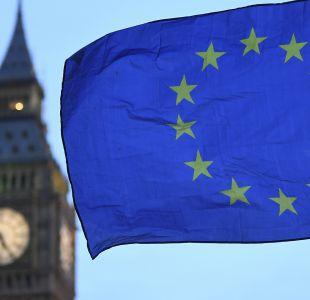 La UE y Reino Unido reanudan negociaciones de Brexit, lanzándose la responsabilidad