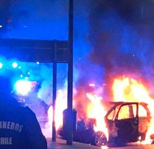 Auto de ladrones en llamas