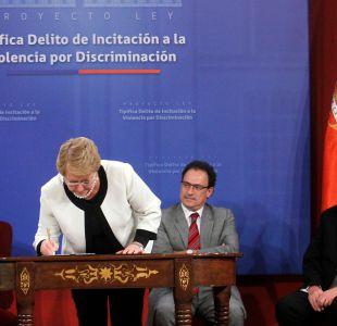 Bachelet firma proyecto contra incitación al odio: las penas alcanzan hasta los 3 años de cárcel