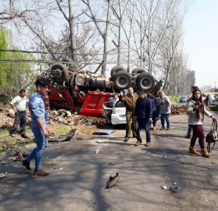 Peñalolén: Grave accidente automovilístico deja una mujer fallecida