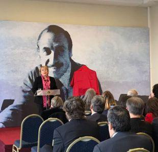 Bachelet encabezó inauguración de placa en honor a Orlando Letelier en Cancillería
