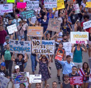 Juez bloquea decisión de Trump sobre derogar plan DACA para inmigrantes