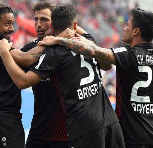 Bayer Leverkusen golea a Friburgo con golazo de Charles Aránguiz