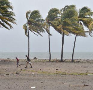 Ordenan evacuación de República Dominicana por amenaza de Huracán María.