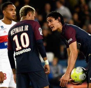 Sigue la polémica por Neymar y Cavani en el PSG: Duro cruce de Forlán con Dani Alves