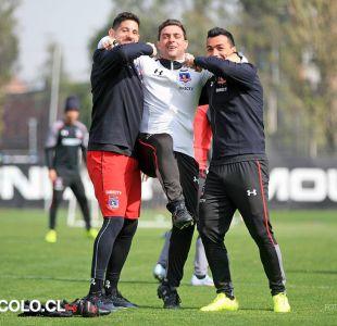 [FOTOS] Orión y Paredes bromean con el técnico Guede en medio de la práctica de Colo Colo