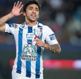 Edson Puch marca y gana duelo de chilenos en goleada del Pachuca en México